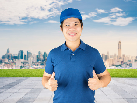 man thumbs up: delivery man thumbs up