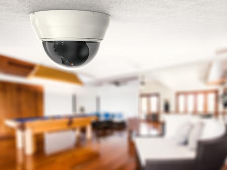 3D-Rendering-Überwachungskamera oder CCTV-Kamera an der Decke Standard-Bild