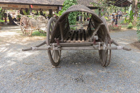 carreta madera: Antique wooden wagon