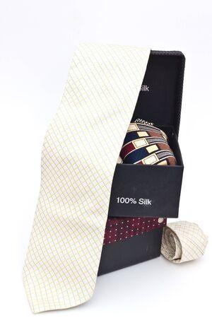 ebon: Tie