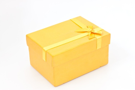caja de regalo de color amarillo photo