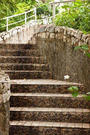 relent: scale in giardino