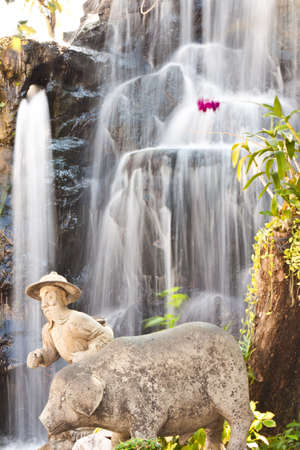 beauty of waterfall Stock Photo - 18772399