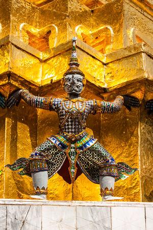 elaborate: giant statue in thailand