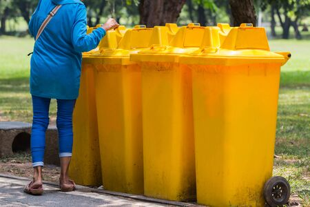 segregation: Trash in garden