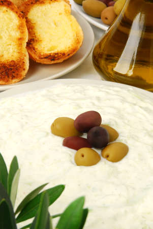tzatziki: Tzatziki served with garlic bread