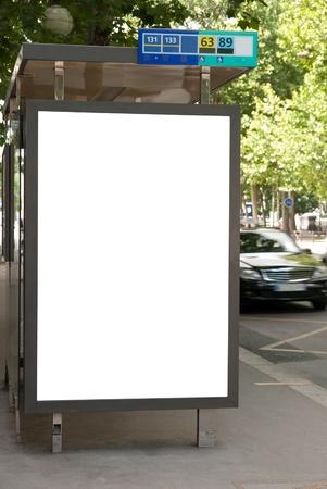 parada de autobus: Parada de autobús con placa de publicidad