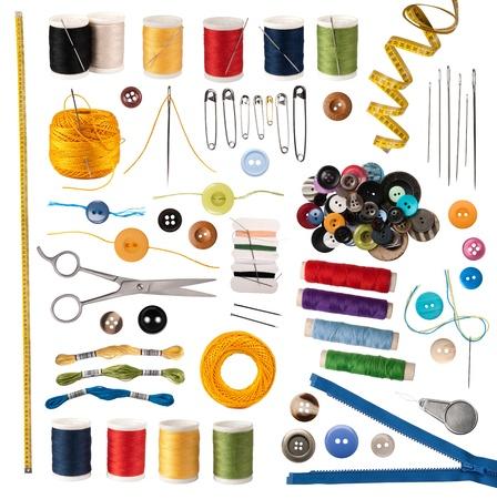 kit de costura: Accesorios de costura aislados en blanco Foto de archivo