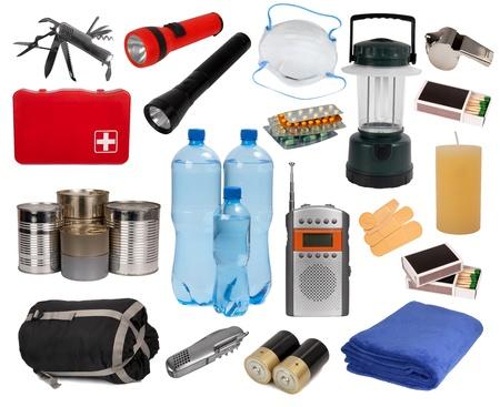 catastrophe: Objets utiles en cas d'urgence isol� sur blanc Banque d'images