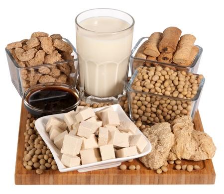 soja: Los productos de soya aislada en el fondo blanco