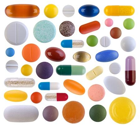 pastillas: P?ldoras coloridas aisladas sobre fondo blanco