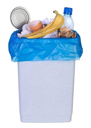 Bak vol rommel op een witte achtergrond Stockfoto