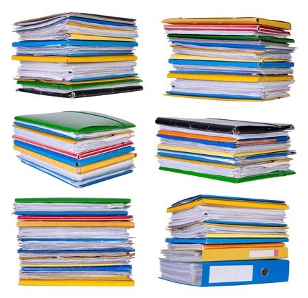 carpeta: Las pilas de papeles y documentos aislados en papel blanco
