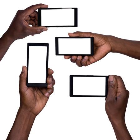 africanas: Mano que sostiene tel?fono m?vil inteligente con pantalla en blanco Foto de archivo