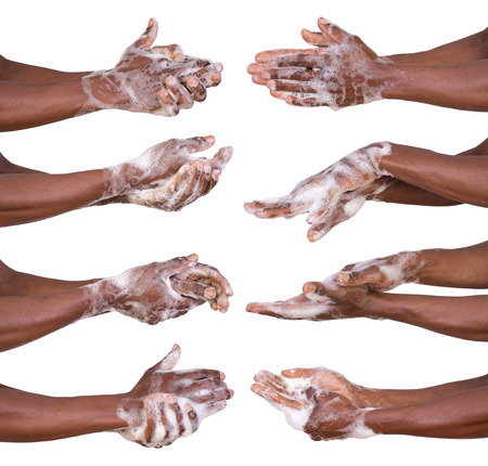 lavandose las manos: Lavarse las manos del hombre aislado en fondo blanco
