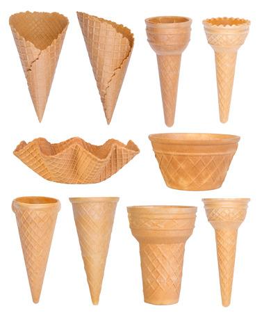 helados en cono: Colección Conos de helado aislado sobre fondo blanco