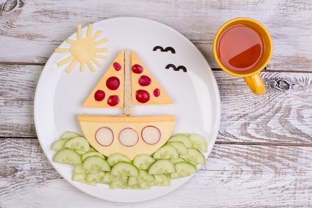 plato de comida: Sándwich divertido para un niño