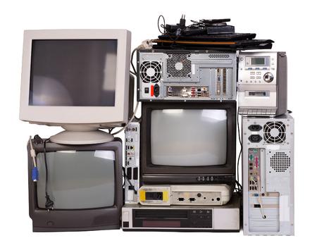 Oude, gebruikte en verouderde elektronische apparatuur geïsoleerd op wit Stockfoto - 37246567