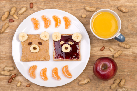 peanut butter and jelly: Cute peanut butter and jelly sandwiches for a kid
