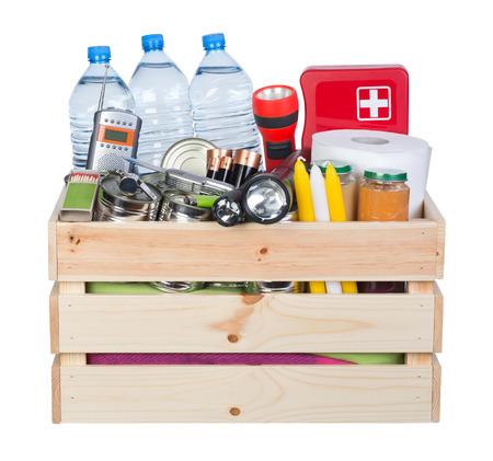 Objetos útiles en situaciones de emergencia como desastres naturales Foto de archivo - 81552848