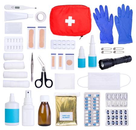흰 배경에 고립 된 응급 처치 키트