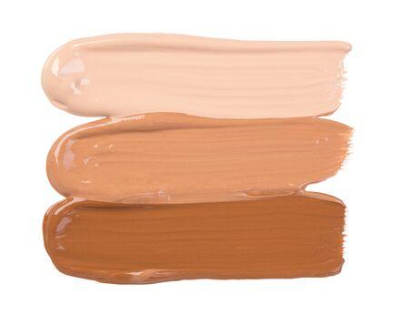 Make-up-Foundation-Abstriche auf weißem Hintergrund Standard-Bild