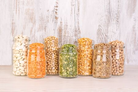 Legumes, lentils, chickpeas and beans assortment in jars Standard-Bild