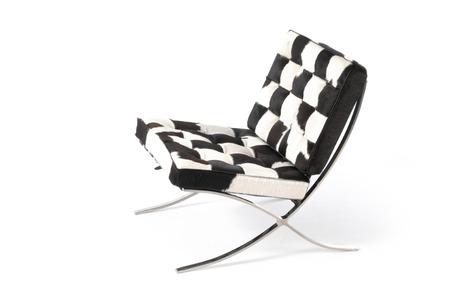 view of a barcelona chair 版權商用圖片