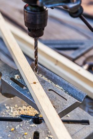 forniture: Antiguo taladro el�ctrico con brocas para madera