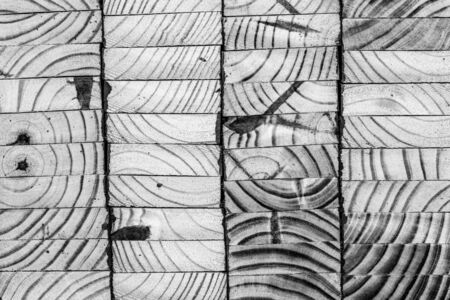 木製パネル、黒と白の画像をスタック