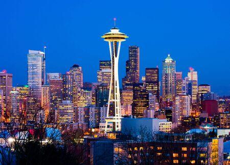 seattle: Seattle, centro de la ciudad durante la noche Foto de archivo