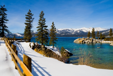 lake shore: Lake Tahoe in Winter