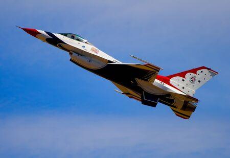 avion de chasse: jets de l'armée volant à airshow à Sacramento en Californie