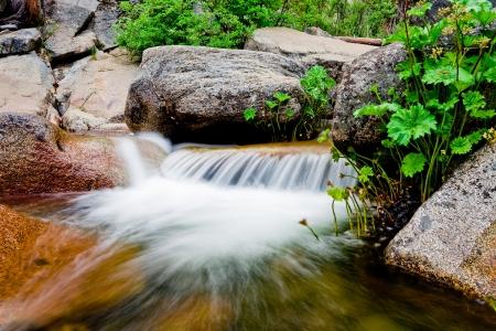 Wasserfall Bewegung auf den Felsen
