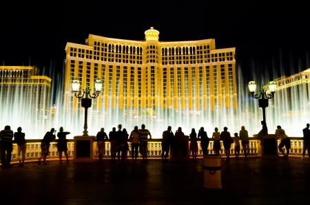 ラスベガス, アメリカ - 2012 年 8 月 12 日: ベラージオの噴水は公演の光と音楽に設定広大な振り付けの水機能です。