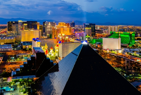 ラスベガス、アメリカ合衆国 - 2012 年 8 月 13 日: ラスベガスのストリップの眺め.ストリップはおよそ 4.2 マイル (6.8 km) 長く、世界クラスのホテルと 報道画像