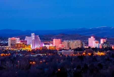 Reno, EE.UU. - 9 de febrero de 2013: Reno, conocida como La Pequeña Ciudad Más Grande del Mundo, es famosa por sus casinos, y es el lugar de nacimiento de entretenimiento del juego corporación Harrah. Editorial