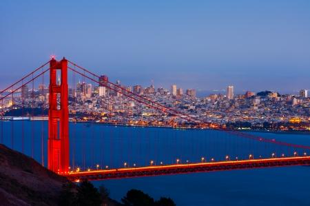 샌프란시스코와 골든 게이트 브리지 밤