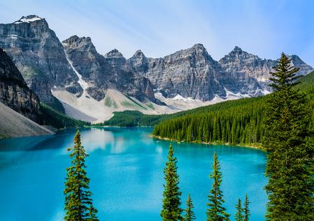Moraine Lake in Banff National Park, Alberta, Canada 版權商用圖片 - 30829292