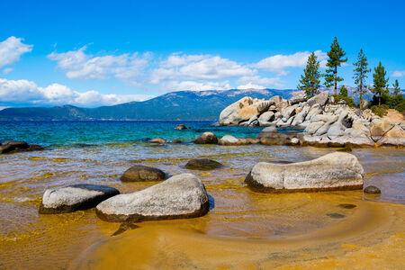 lake tahoe: Rocky shore at Lake Tahoe