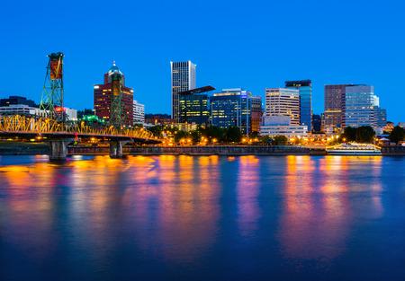 Portland Oregon at night 版權商用圖片