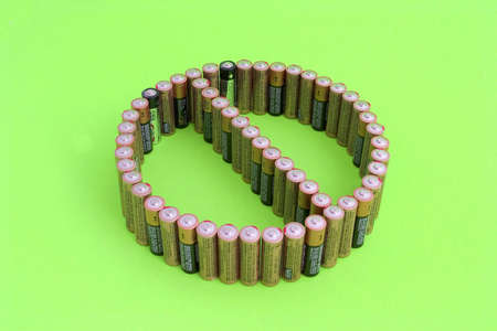 Group of standing batteries forming the universal DONT SYMBOL to prevent improper disposal of old batteries. Imagens