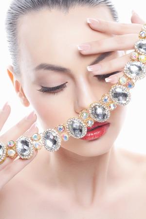 宝石で美しい少女をファッションします。若い女性 写真素材