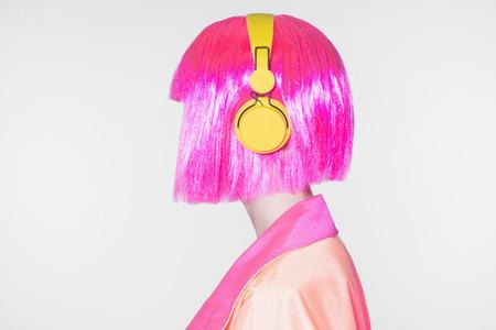 techno Woman listening music on headphones. Fashion portrait of beautiful girl with bob hair Standard-Bild