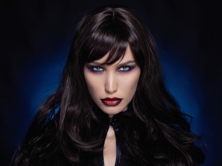 beautiful young vampire woman.black haired sexy halloween girl 스톡 콘텐츠