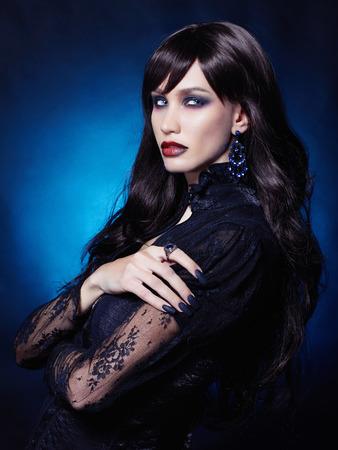beautiful young vampire woman.black haired sexy halloween girl Standard-Bild