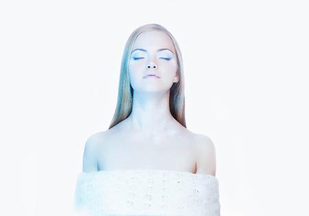 Chica con maquillaje de invierno up.snow queen.beautiful piel woman.frost joven rubia Foto de archivo - 46787621