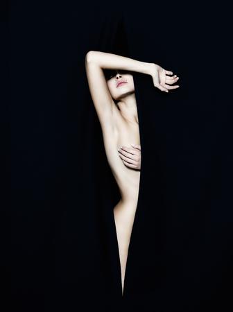 Nude blonde woman: desnuda hermosa mujer joven. chica sexy detr�s de las escenas Foto de archivo