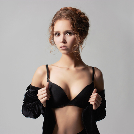 Nude blonde woman: joven hermosa mujer joven en underwear.fashion 18 a�os girl.trendy modelo sexy Foto de archivo