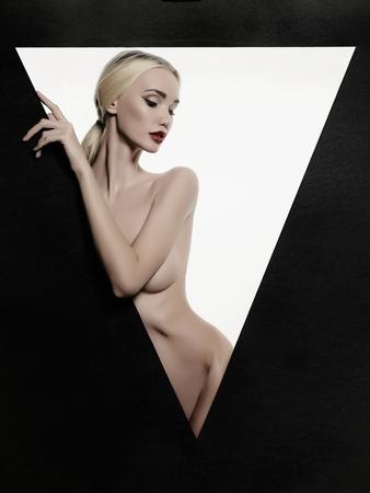 modelos desnudas: desnuda hermosa joven rubia retrato woman.fashion de desnudo chica sexy en un tri�ngulo
